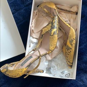 Sarah Jessica Parker Yellow/Black Snake Skin Heels
